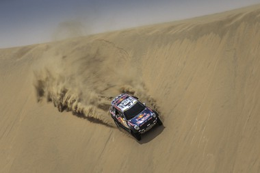 Nasser Al-Attiyah performs during Sealine Cross Country Rally 2015 in Qatar on April 23, 2015