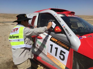 Passage control on SS7 of the China Silk Road Rally.