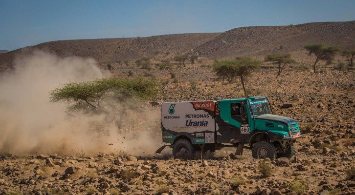 Careful second day for De Rooy, Loprais wins