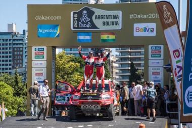 podium-1_880x500