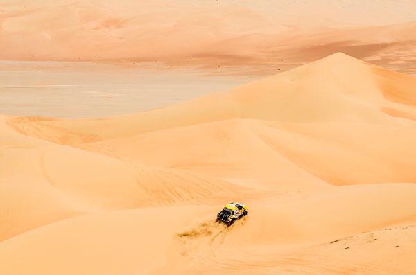 Spectacular-desert-terrain-in-the-Abu-Dhabi-Desert-Challenge.